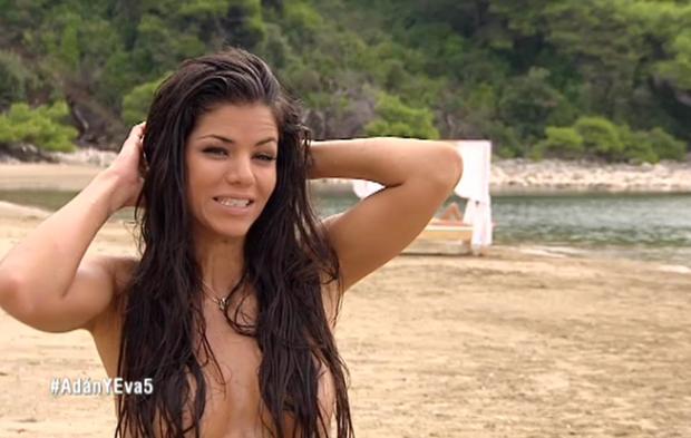 Daniela Botelho desnuda